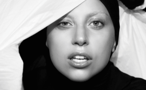 "Lady Gaga - Imagem promocional do videoclip ""Applause"""